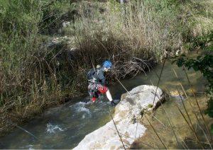 Creuant el riu (Foto: Josep)