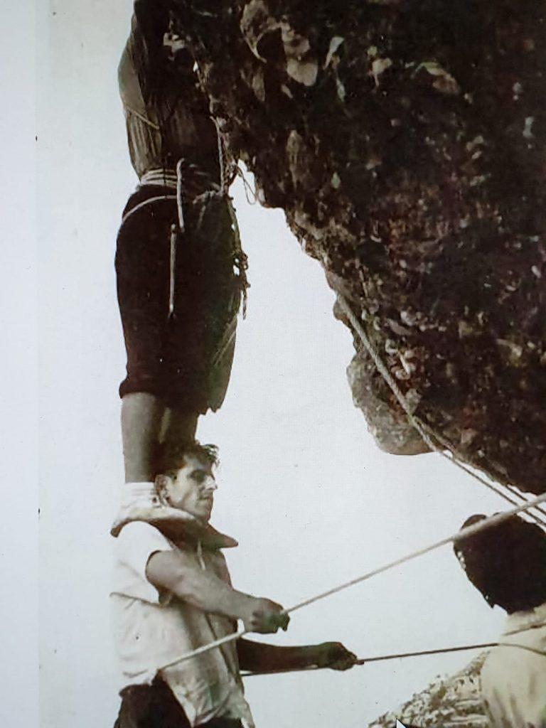 Andreu Sorolla (el de baix) a l'Ou de Colom. Foto cedida per Eduard Navarro